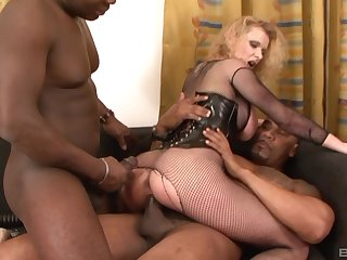 Anita Vixen stuffs toys in her asshole and a big black dick