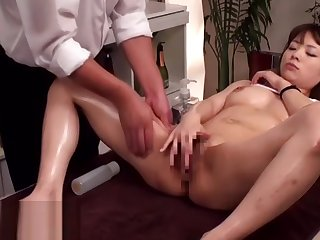 Japanese massage with 18yo beauty leads to sex