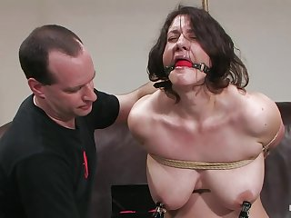 Tall bitch Karin Sin cums hard with vibrator between her legs