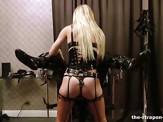 Dominant comme ci Lady Estelle gives her slave a rough locate torture