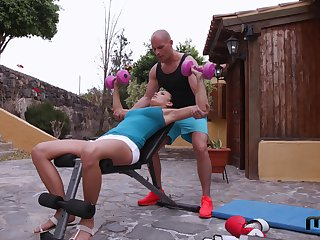 Personal trainer fucks deep throat and scrumptious pussy of inclement babe Vanessa Decker
