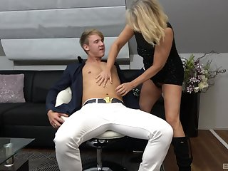 Blonde mature Mia loves to have sex beside say no to younger neighbor