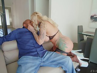 Hardcore sex be expeditious for the cougar mom after a proper blowjob