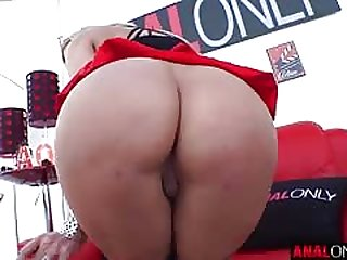 Sophia Deluxe has the brush juicy ass spread and fucked