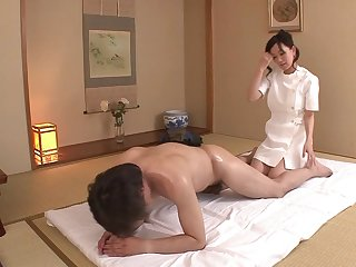 Zaftig JAV wife Manami Komukai CFNM rimjob massage in HD