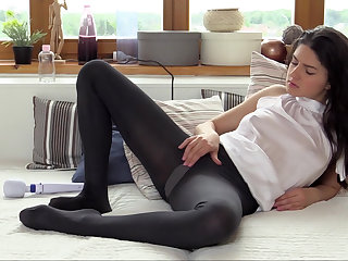Her perfect pussy wants it unrestrained